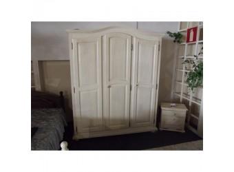Трехстворчатый шкаф для одежды Лотос сосна (брашированный крем)