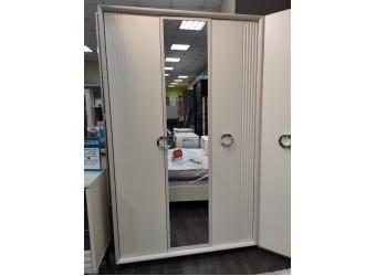 Распродажа Шкафа трехстворчатого с зеркалом Аманти АТ-177.03